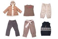 Accumulazione di vari tipi di vestiti dei bambini Immagini Stock