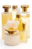 Accumulazione dorata dei prodotti di igiene e di bellezza Immagine Stock
