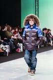 Accumulazione minore dei vestiti di Snowimage Fotografia Stock