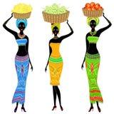 accumulazione Una signora afroamericana snella La ragazza porta un canestro sulla sua testa con l'uva, le banane, mele Le donne s illustrazione vettoriale