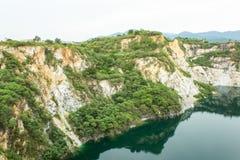 Accumulez avec de l'eau vert et profondément comme destination de touristes image stock