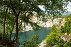 Accumulez avec de l'eau vert et profondément comme destination de touristes images stock