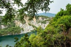 Accumulez avec de l'eau vert et profondément comme destination de touristes photo libre de droits