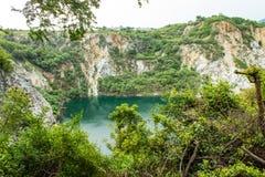 Accumulez avec de l'eau vert et profondément comme destination de touristes photos libres de droits
