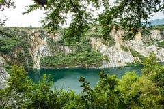 Accumulez avec de l'eau vert et profondément comme destination de touristes image libre de droits