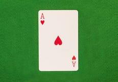 Ace auf grüner Tabelle Lizenzfreies Stockbild