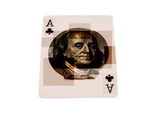 Ace av klubbor som spelar kortet med ståenden av Benjamin Franklin Arkivfoton