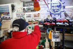 Ace Bristol Restorations Expert en garaje Fotos de archivo libres de regalías