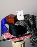 Ace del naipe de los corazones en el sombrero de copa Imágenes de archivo libres de regalías