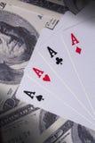 Ace-Karten auf Geld Lizenzfreies Stockbild