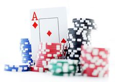 Ace und Pokerchips Stockfoto