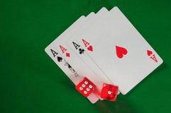 Ace- und Würfelhintergrund Lizenzfreie Stockfotos