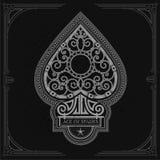 Ace van spades met binnen het patroon van de smeedstukkrul Wit op Zwarte Stock Afbeeldingen