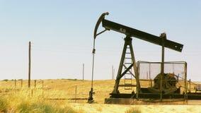aceite de bombeo de la plataforma petrolera metrajes