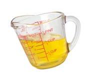 Aceite de cocina en taza de medición Fotos de archivo libres de regalías