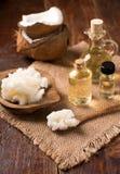 Aceite de coco y coco fresco Fotos de archivo