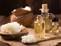 Aceite de coco y coco fresco Imagen de archivo libre de regalías