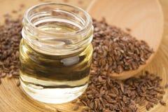 Aceite de linaza y semillas de lino Imagen de archivo libre de regalías