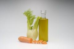 Aceite de oliva con hortalizas Imagen de archivo libre de regalías