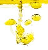 Aceite de oliva en agua Foto de archivo libre de regalías