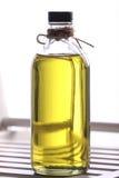 Aceite de oliva en la botella Fotos de archivo libres de regalías