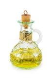 Aceite de oliva en una botella de cristal en un fondo blanco Imagen de archivo libre de regalías