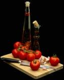 Aceite de oliva, tomates y ajo, aún vida Foto de archivo