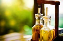Aceite de oliva y vinagre balsámico Imágenes de archivo libres de regalías
