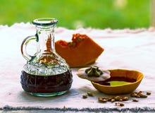 Aceite de semillas de calabaza en una botella Imagen de archivo libre de regalías