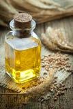 Aceite del germen de trigo Imagenes de archivo