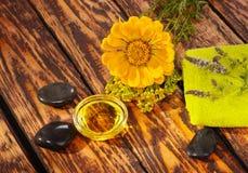Aceite del masaje Fotos de archivo libres de regalías