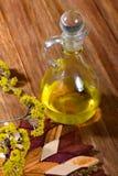 Aceite del masaje en jarra Fotografía de archivo