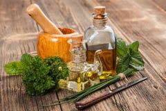 Aceite e hierbas de oliva Foto de archivo