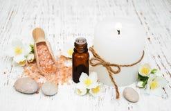 Aceite esencial con la flor del jazmín Fotos de archivo