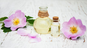 Aceite esencial en las botellas de cristal Foto de archivo