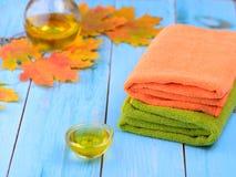 Aceite fragante para el procedimiento y la toalla Imagen de archivo