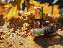 Aceite fragante Petróleo perfumado Pequeña botella de esencia árabe foto de archivo libre de regalías
