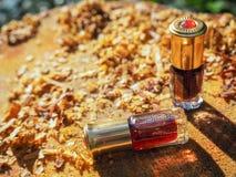 Aceite fragante Petróleo perfumado Pequeña botella de esencia árabe fotos de archivo libres de regalías