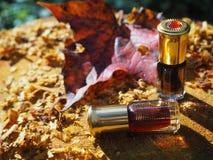 Aceite fragante Petróleo perfumado Pequeña botella de esencia árabe imágenes de archivo libres de regalías