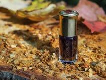 Aceite fragante Petróleo perfumado Pequeña botella de esencia árabe imagenes de archivo