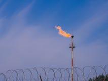 Aceite/gaseoducto en el fuego imagenes de archivo