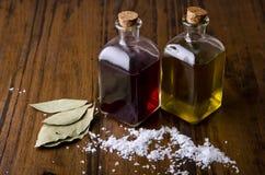 Aceite, vinagre y sal. Fotografía de archivo libre de regalías