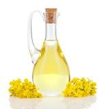 Aceite y flores de rabina aislados sobre blanco Fotos de archivo
