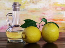 Aceite y limones de oliva. Imagenes de archivo