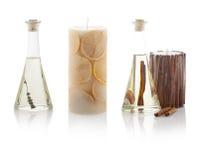 Aceites del balneario en botellas y velas perfumadas Con las trayectorias del picosegundo Fotos de archivo libres de regalías