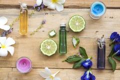 Aceites herbarios naturales del aroma de los olores de las flores fotografía de archivo