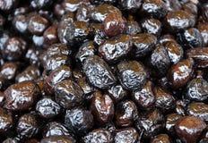 Aceitunas arrugadas negro griego. Fotos de archivo libres de regalías