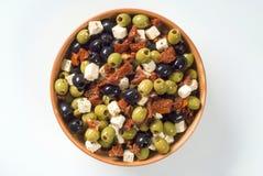 Aceitunas con queso Feta y tomates secados Foto de archivo