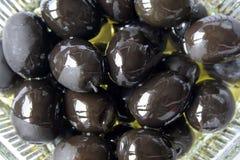 Aceitunas negras engrasadas Imagenes de archivo