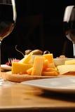 Aceitunas, queso y uvas Fotos de archivo